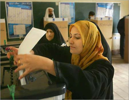 Iraqi woman votes