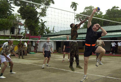 US and Indian troops vollyball