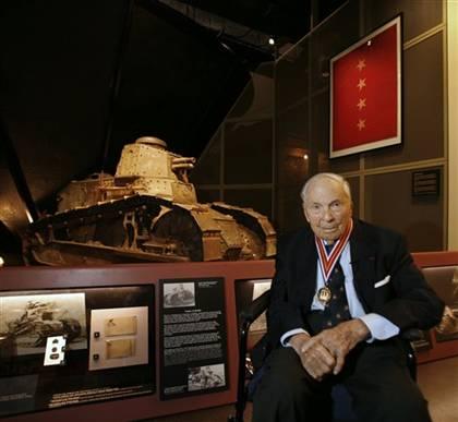 Frank Woodruff Buckles, last WWI vet.